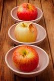 Äpplen i bunkar Royaltyfria Bilder