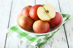 Äpplen i bunke Royaltyfri Foto