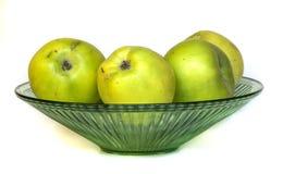 Äpplen i en vas Arkivbild