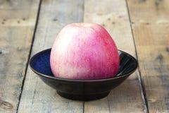 Äpplen i kopp Royaltyfri Fotografi