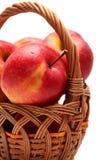 Äpplen i korg Fotografering för Bildbyråer
