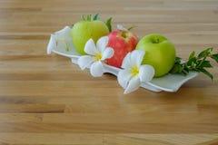 Äpplen i magasin Royaltyfri Fotografi