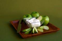 äpplen lagar mat med grädde green royaltyfri foto