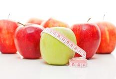 äpplen mäter bandet Fotografering för Bildbyråer