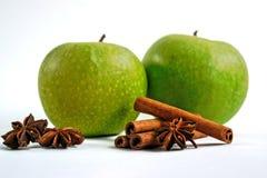 Äpplen med kanel- och stjärnaanis Royaltyfri Fotografi