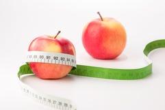 Äpplen med måttbandet Arkivbilder