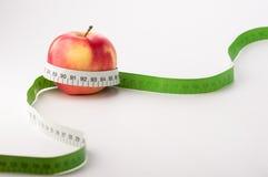Äpplen med måttbandet Fotografering för Bildbyråer