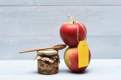 Äpplen med olika typer av muttrar Royaltyfria Foton