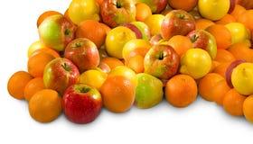 Äpplen och apelsin på en vit bakgrund Royaltyfri Foto