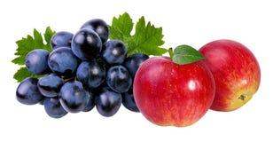 Äpplen och druvor som isoleras på vit Arkivbild