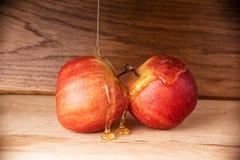 Äpplen och honung Fotografering för Bildbyråer
