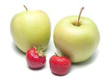 Äpplen och jordgubbar arkivbild
