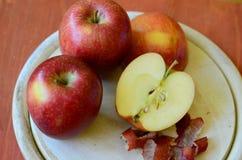 Äpplen och jul Arkivfoton