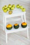 Äpplen och pumpa Fotografering för Bildbyråer