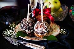 Äpplen på en pinne i det nya året Royaltyfria Foton