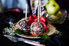 Äpplen på en pinne i det nya året Fotografering för Bildbyråer
