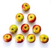 Äpplen på tabellen Arkivbilder