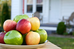 äpplen returnerar arkivbilder