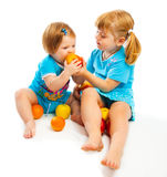 äpplen som äter ungar royaltyfri fotografi