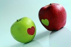 Äpplen som dekoreras av hjärtor Fotografering för Bildbyråer