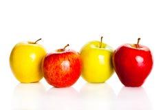 Äpplen som isoleras på vit bakgrund, bär frukt sund matnäring Arkivbild