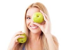 äpplen som rymmer kvinna två royaltyfri foto