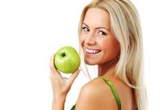 äpplet äter den gröna kvinnan arkivfoto