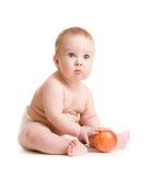 äpplet behandla som ett barn pojken isolerad sitting arkivbild