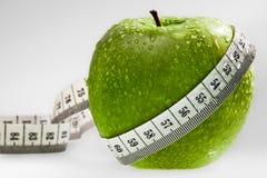 äpplet som begrepp bantar grönt sunt Arkivbilder