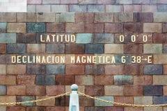 Äquator-Monument-Breite stockfotos