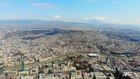 är den flyg- videoen 4K av den forntida staden på gränsen av Georgia Tbilisi lager videofilmer