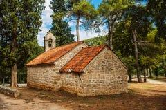 Är den gamla kyrkan för stenen av den Krka nationalparken en av kroaten Arkivbild