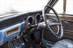 Gammal bil för roder Arkivfoto