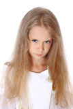 Är den isolerade nätta lilla flickan för ståenden angreen Arkivbilder