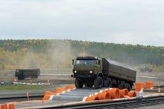Är den tunga nytto- lastbilen KamAZ-6350 medlemmen av mustangfamiljen Royaltyfri Foto