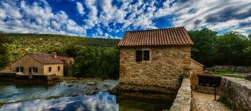 Är det gamla huset för stenen av den Krka nationalparken ett av kroaten Arkivfoto