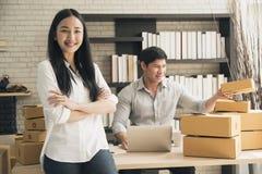 Är digitalt online- för affär små och medelstora företag som ett nytt startar upp royaltyfria foton