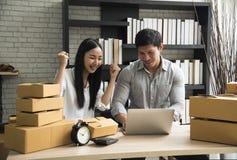 Är digitalt online- för affär små och medelstora företag som ett nytt startar upp arkivfoton