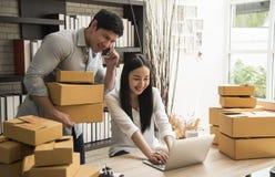 Är digitalt online- för affär små och medelstora företag som ett nytt startar upp arkivbild
