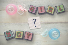 Är en pojke eller en flicka? Arkivfoto