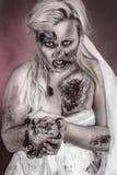 Zombiebrud fotografering för bildbyråer