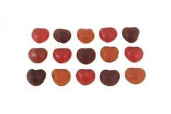 Är färgrik gelé för hjärtaform ordnad på vit bakgrund Arkivfoto