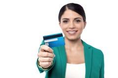 Är här din nya kreditkort! Arkivbilder