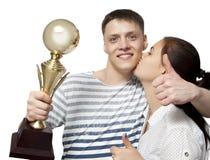 Är hållande övre för man en guld- trofékopp som en vinnare i en konkurrens Royaltyfria Foton