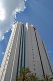 Är högväxt byggnad för skyskrapan en marmorvitskyskrapa Royaltyfria Foton