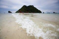Är lågt havsvatten för Seascape osedda Thailand på Ao Phra Nang Royaltyfria Foton