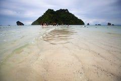 Är lågt havsvatten för Seascape osedda Thailand på Ao Phra Nang Arkivfoto