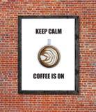 Är lugna kaffe för uppehället på skriftligt i bildram Arkivbilder