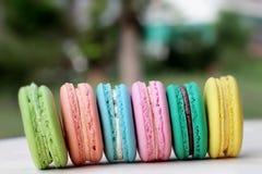 Är mång- färgrikt för franska makron läckert Arkivfoto