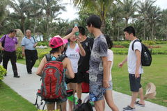 Är utbytet av förslag av turister i SHENZHEN Royaltyfri Fotografi